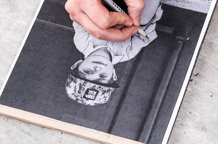 Stap 1: Het motief printen en plaats het op het gewenste oppervlak met het transferpapier eronder.